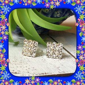 Jewelry - 🆕 Square Rhinestone Earrings
